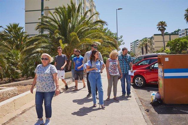 La alcaldesa, Patricia Hernández, recorre el barrio de Nuevo Obrero acompañada por los vecinos