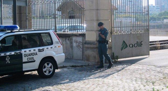La Gurdia Civil registra la seu d'Adif en La Sagrera a Barcelona (ARXIU)