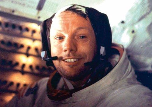 Neil Armstrong, a bordo del Eagle tras completar el primer paseo lunar junto a Buzz Aldrin, autor de la foto