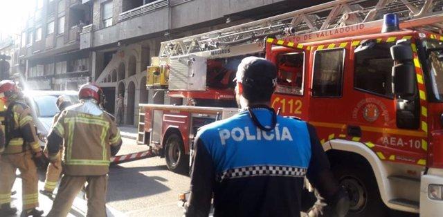 Sucesos.- Los bomberos apagan un pequeño fuego en el horno de una cocina en Vall