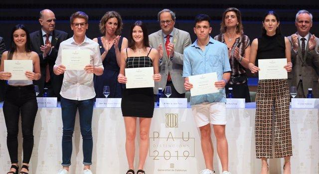 La Generalitat distingui a los estudiantes que obtuvieron un excelente en las PAU
