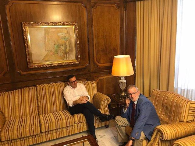 Alberto Castillo recibe a Diego Conesa en su despacho