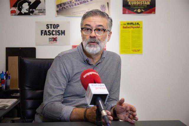 El diputat de la CUP al Parlament de Catalunya, Carles Riera, durant una entrevista per a Europa Press.