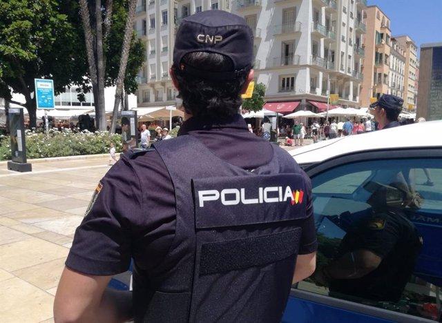 Agente de la Policía Nacional en Málaga