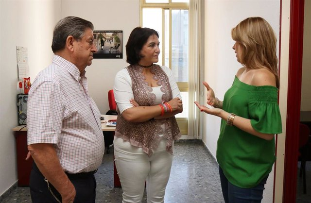 Reunión entre la concejal delegada de Servicios Sociales, Eva Timoteo, y la gerente de Alzheimer Córdoba, Patricia Parejo