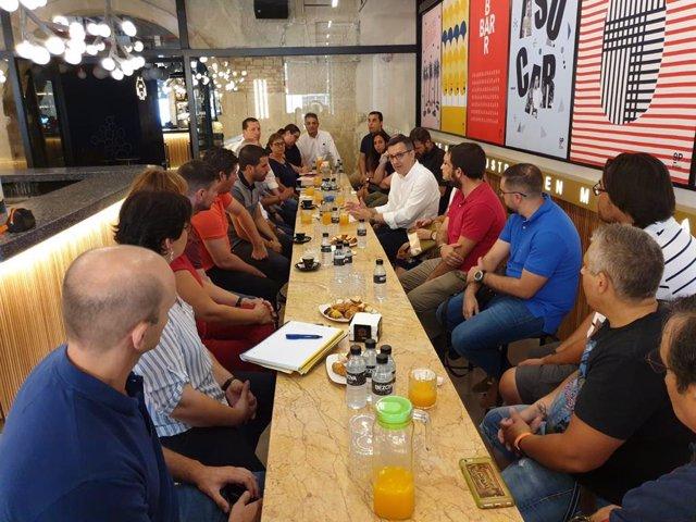 Imagen de la reunión de Conesa con las federaciones y colectivos deportivos de la Región