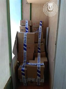La Policía Municipal incauta 190 botellas en una tienda de alimentación en Usera.