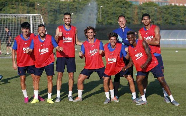 Griezmann, Neto, De Jong y Abe, en la primera convocatoria de pretemporada del Barça.