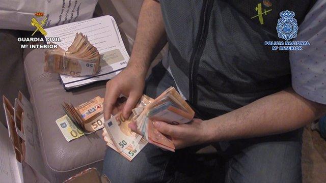 Dinero incautado en la operación