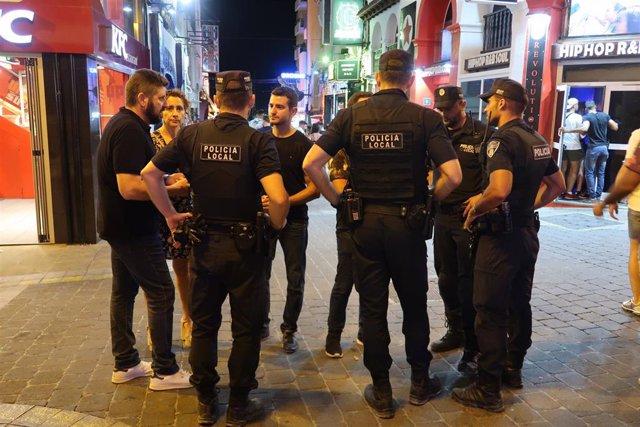 Agentes de la policia local de Sant Antoni