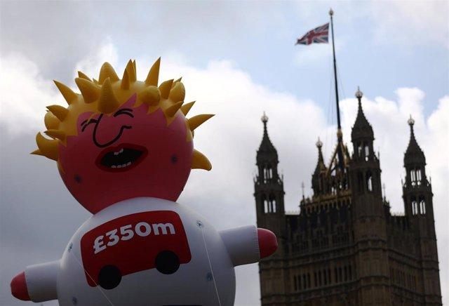 Dirigible de Boris Johnson en la Marcha por el Cambio