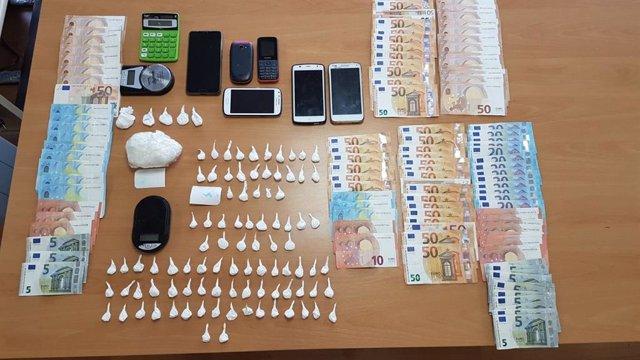 Material intervenido por la Policía Nacional tras la detención de dos hombres de nacionalidad colombiana de 60 y 28 años