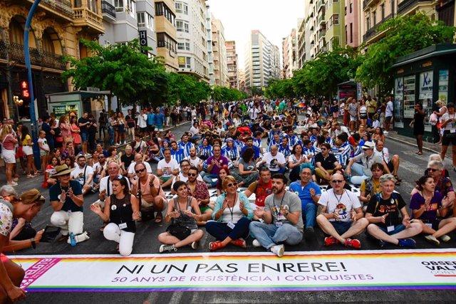 La sentada que ha protagonizado la manifestación por el día del Orgull Alacant, en Alicante.