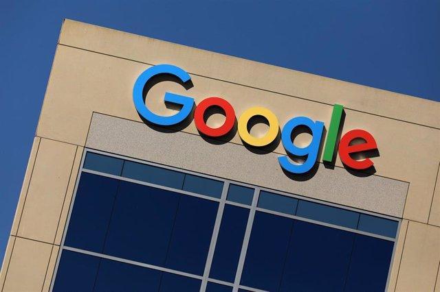 Logo de Google en un edificio en California