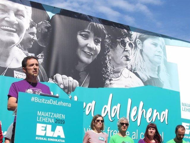Mitxel Lakuntza (ELA) en el acto del 1 de Mayo en Bilbao