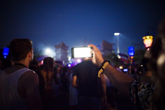 El uso de móviles en los festivales de música