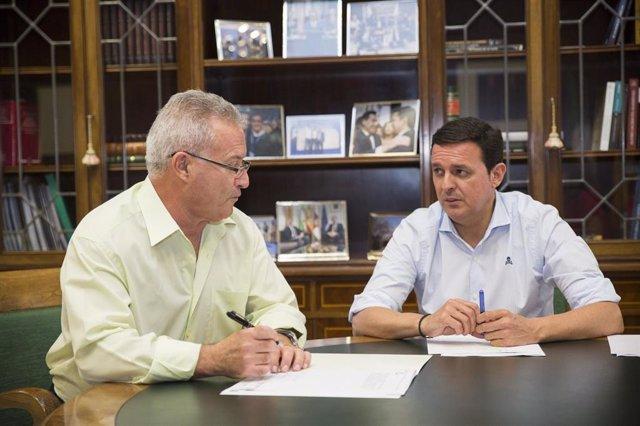 El alcalde de Santa Cruz de Marchena y el presidente de la Diputación de Almería
