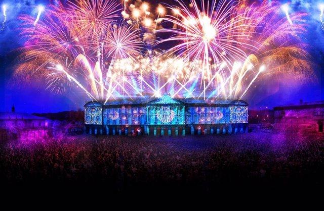 """Los 'Fuegos del Apóstol' vuelven a la capital gallega el 24 de julio, con un espectáculo multimedia formado por proyecciones audiovisuales con efectos 3D, música, efectos lumínicos y fuegos artificiales. En esta ocasión, la pirotecnia """"tendrá una mayor"""