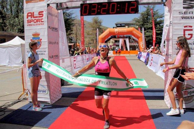 Sonia Ortiz ganadora del Triatlón de Sierra Nevada