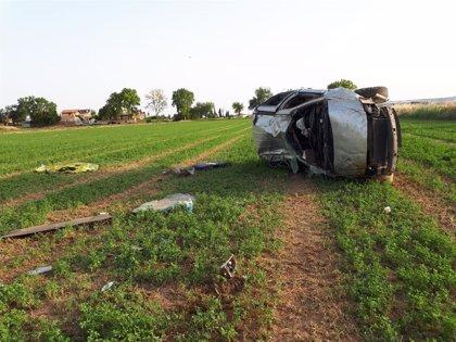 Muere el conductor de un turismo al salirse su vehículo de la vía y volcar, en Ontinar de Salz