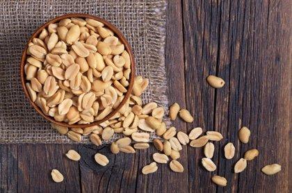 ¿La introducción temprana de los cacahuetes en la dieta de los bebés reduce el riesgo de alergia?