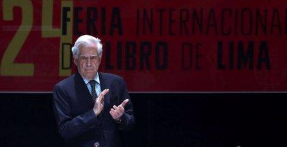 """Vargas Llosa critica la """"mediocridad horrible"""" de Maduro"""