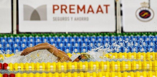 Mireia Belmonte nadando una prueba
