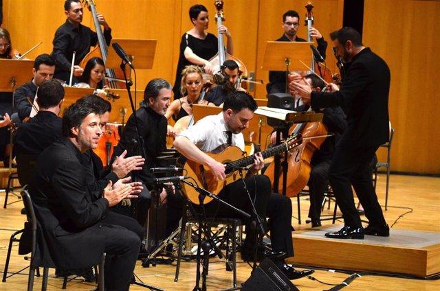 Nota/ La Orquesta Sinfónica De La Región Actúa Con C Arlos Piñana En El 40 Aniversario Del Festival Internaci Onal De Lo Ferro