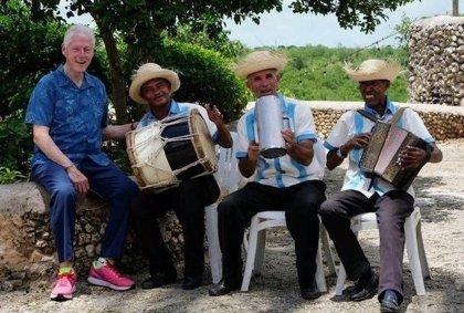 Bill Clinton manda un mensaje de seguridad durante sus vacaciones en República Dominicana