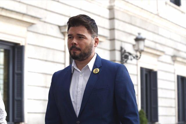 El portavoz de ERC en el Congreso de los Diputados, Gabriel Rufián, ofrece declaraciones a los medios de comunicación.