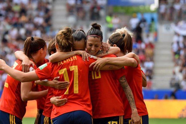 Jennifer Hermoso celebra con sus compañeras el 1-1 de la selección española femenina ante los Estados Unidos en los 1/8 del Mundial de Francia