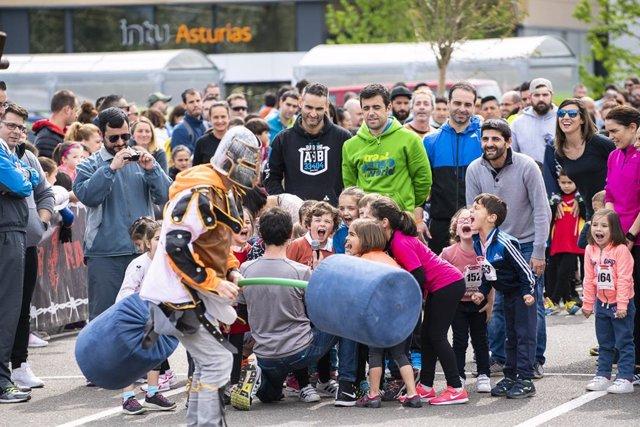 Carrera de obstáculos familiar, 'Gradiator Family Race'.