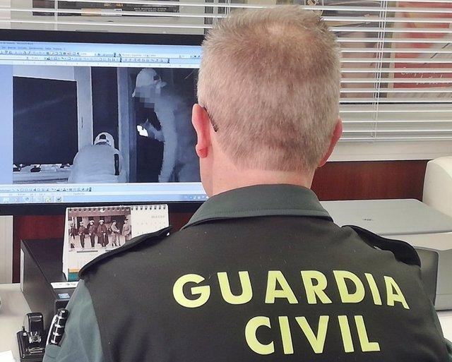 Huelva.-Sucesos.-Guardia Civil detiene a un hombre y busca a otros dos acusados de nueve robos en viviendas extremeñas