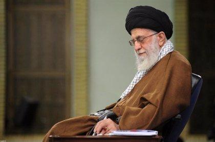 Jamenei repudia el plan de paz de EEUU y pide a los palestinos que resistan la tentación del dinero