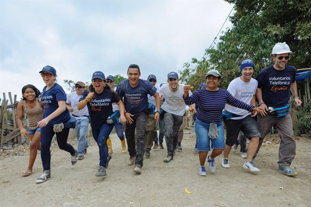 Construcción de aulas en el colegio República del Ecuador en La Villega, Pedernales. Vacaciones Solidarias Internacionales, Fundación Telefónica.