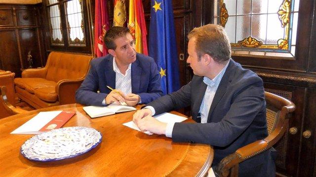 Nota Y Foto, Primer Encuentro Formal De Trabajo Entre Santiago Cabañero Y Vicente Casañ En La Diputación Provincial De Albacete