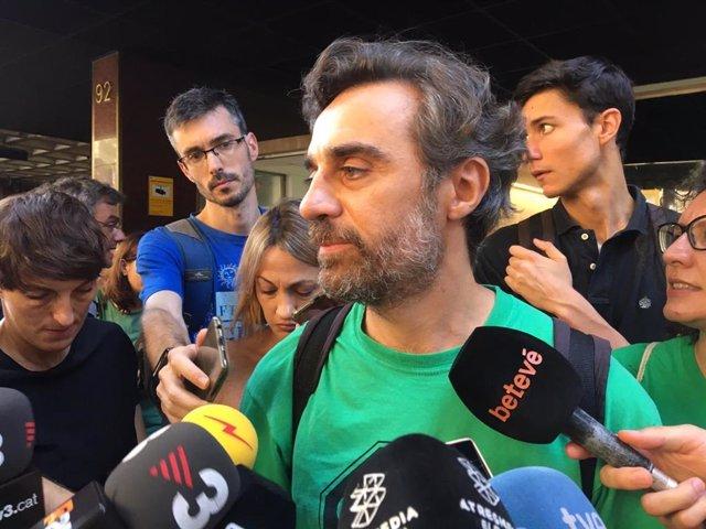 El portavoz de la PAH Santi Mas de Xaxàs, este lunes tras reunirse con el Gobierno, la Generalitat y el Ayuntamiento de Barcelona