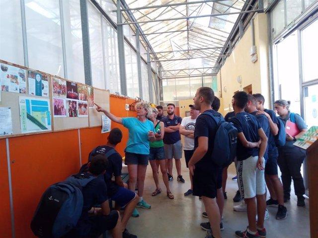 Alumnos recorren las instalaciones de Clisol