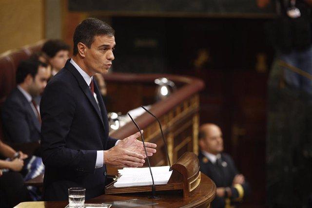 El candidato socialista a la Presidencia del Gobierno, Pedro Sánchez, interviene durante el debate de investidura en el Congreso