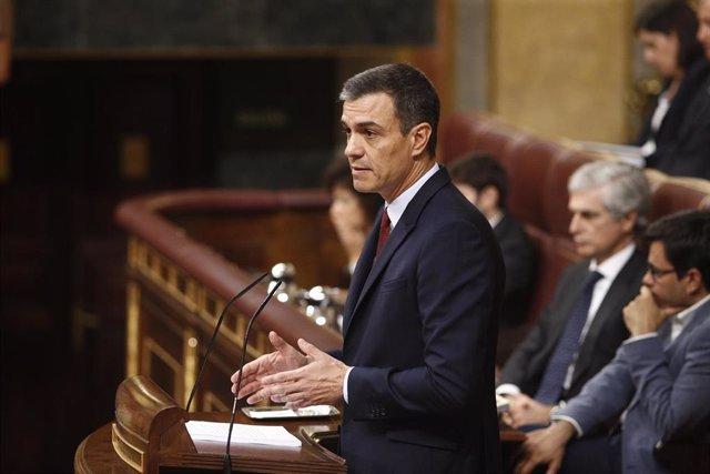 El presidente del Gobierno en funciones y candidato del PSOE a la reelección, Pedro Sánchez, interviene desde la tribuna del Congreso de los Diputados en la primera sesión del debate de investidura a la Presidencia del Gobierno.