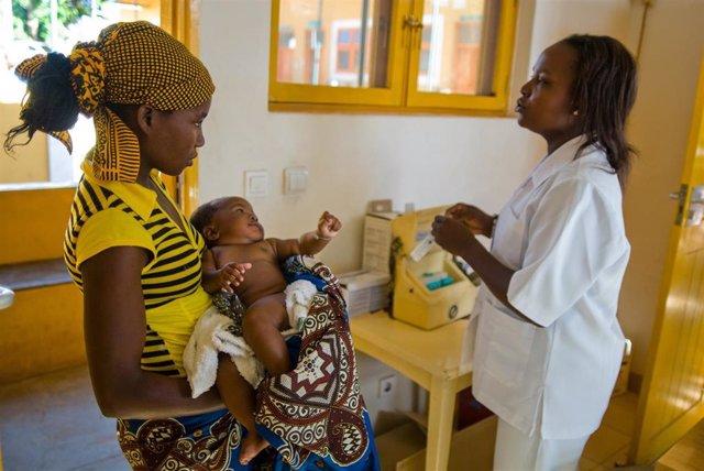 """Siete empresas cántabras colaboran con """"la Caixa"""" para vacunar a 5.267 niños en África y Latinoamérica"""