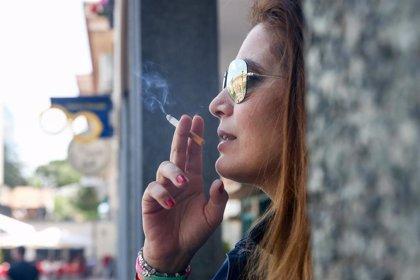 Fumar, o haber fumado, aumenta el riesgo de complicaciones tras una cirugía de cáncer de piel