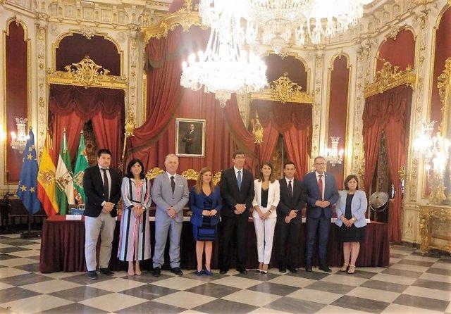 Juan MArín con representantes de las 8 diputaciones andaluzas