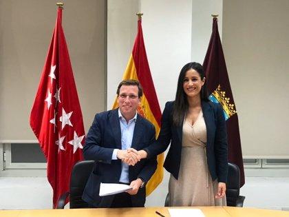 Almeida tiene 52.389€ en el banco, una Yamaha y un Mercedes, mientras que Villacís posee 4 casas y 45.960€