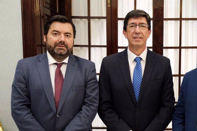 El vicepresidente de la Junta de Andalucía, Juan Marín, y el director general de Administración Local, Joaquín López-Sidro