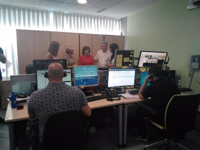Broto visita el Centro de Atención Telefónica al Mayor.