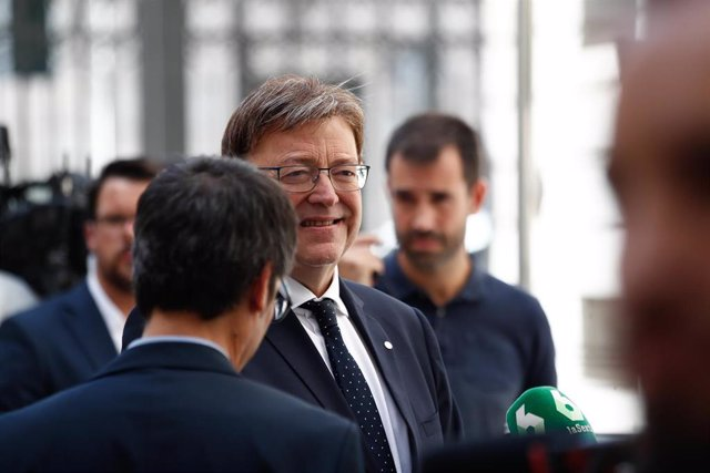 El presidente de la Generalitat Valenciana, Ximo Puig, llega a la primera sesión del debate de investidura del candidato socialista a la Presidencia del Gobierno.