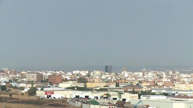 Restos del humo de los incendios de Portugal en Badajoz