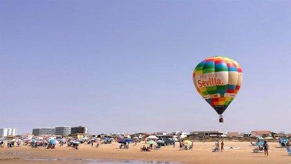 El globo aerostático 'Hay otra Sevilla' surca los cielos de Segovia y Punta Umbría