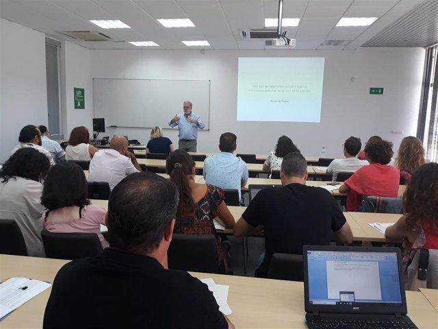 El experto en psicología política Daniel Eskibel en los cursos de verano de la Universidad Internacional de Andalucía (UNIA)